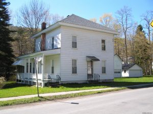 WORCESTER: GREAT WORCESTER HAMLET HOME, WELL MAINTAINED, BARN WITH WORKSHOP photo